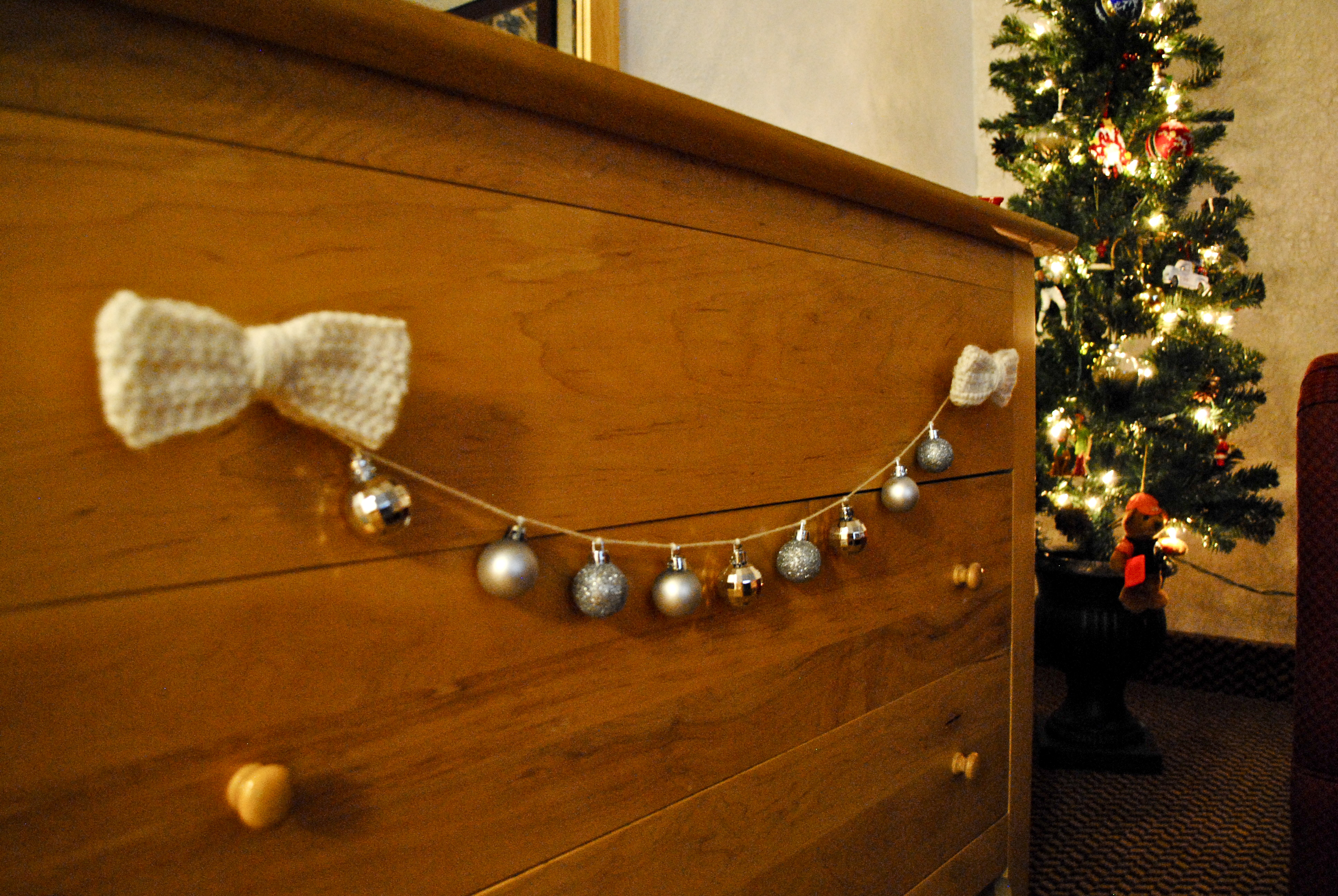 DIY bows and ornament garland